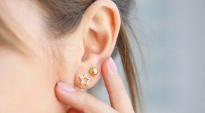 赤ちゃんのようなピュアな血色を作る耳チーク
